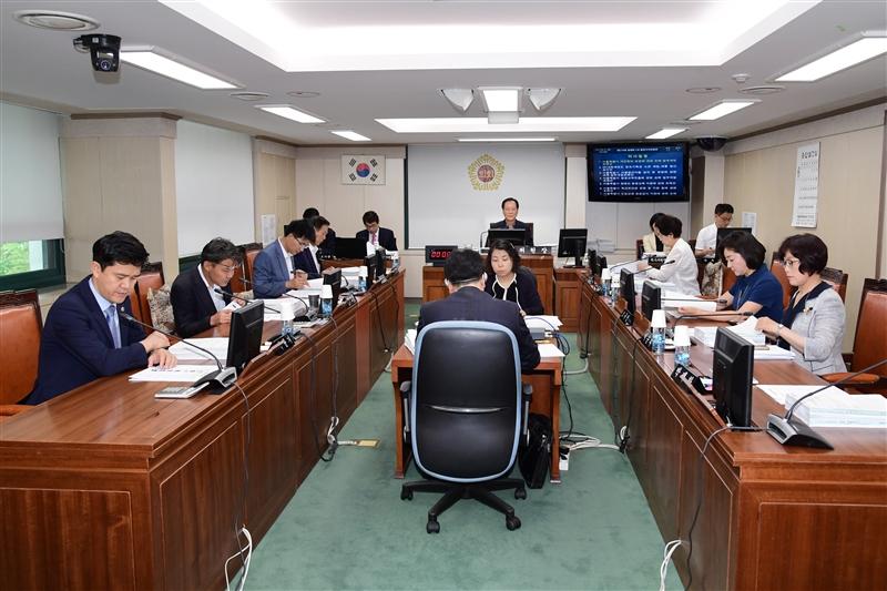 제274회 정례회 행정자치위원회 회의 이미지