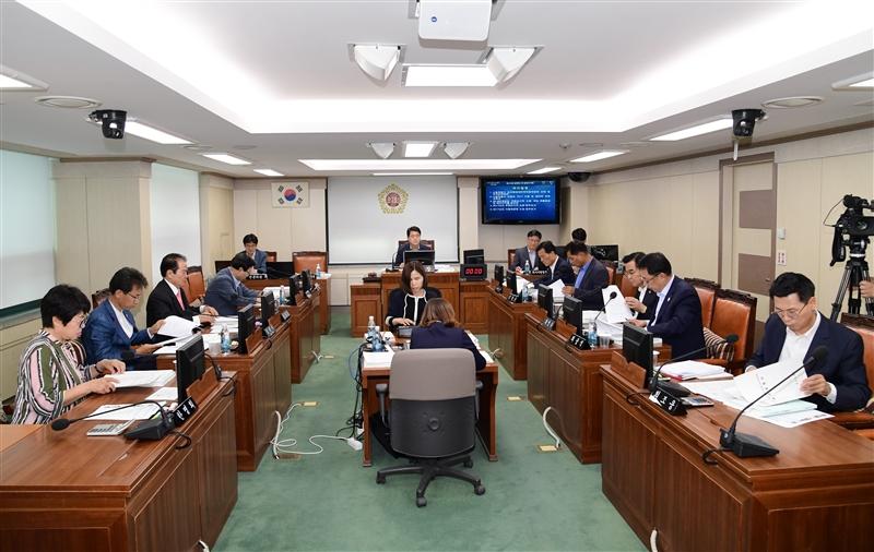 제274회 정례회 환경수자원위원회 회의 이미지