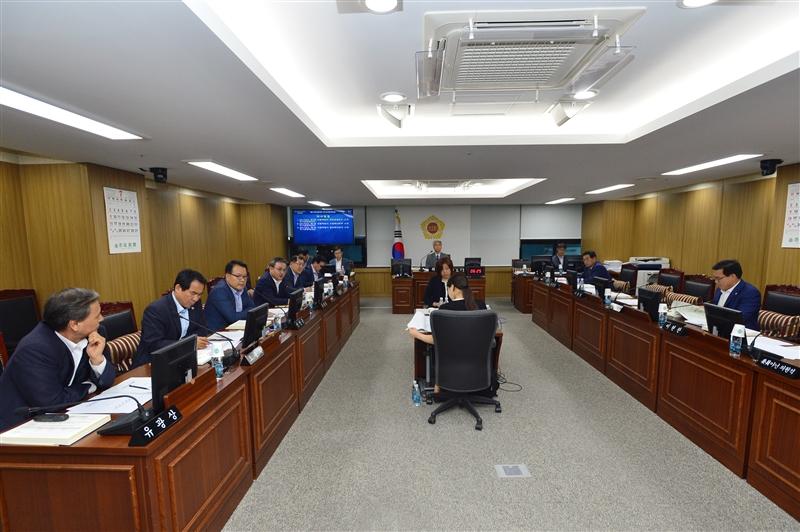 제275회 임시회 도시안전건설위원회 회의 이미지