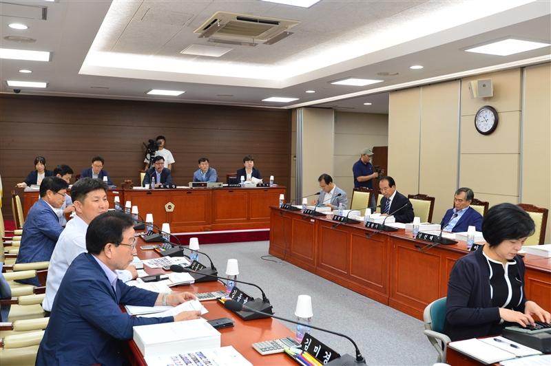 제276회 임시회 예산결산특별위원회 회의 이미지